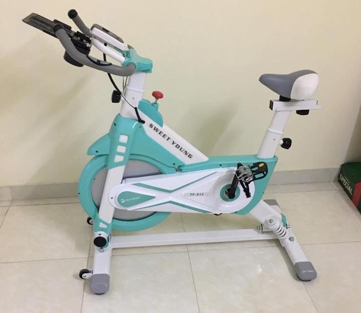 Hình ảnh xe đạp tập thể dục có yên ngồi