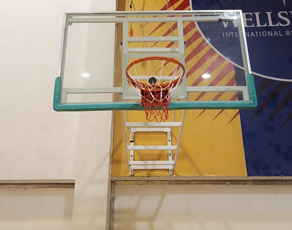 Bảng bóng rổ treo tường bằng kính cường lực