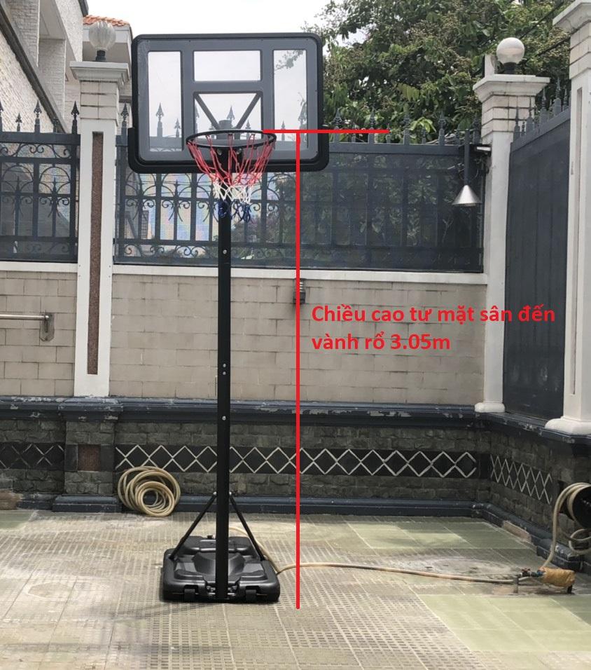 Chiều cao trụ bóng rổ tính từ mặt sân lên vành rổ là 3.05m