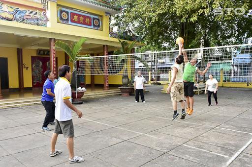 Chơi bóng chuyền nâng cao sức khỏe