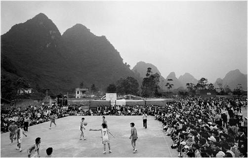 Một trận bóng rổ ngày xưa