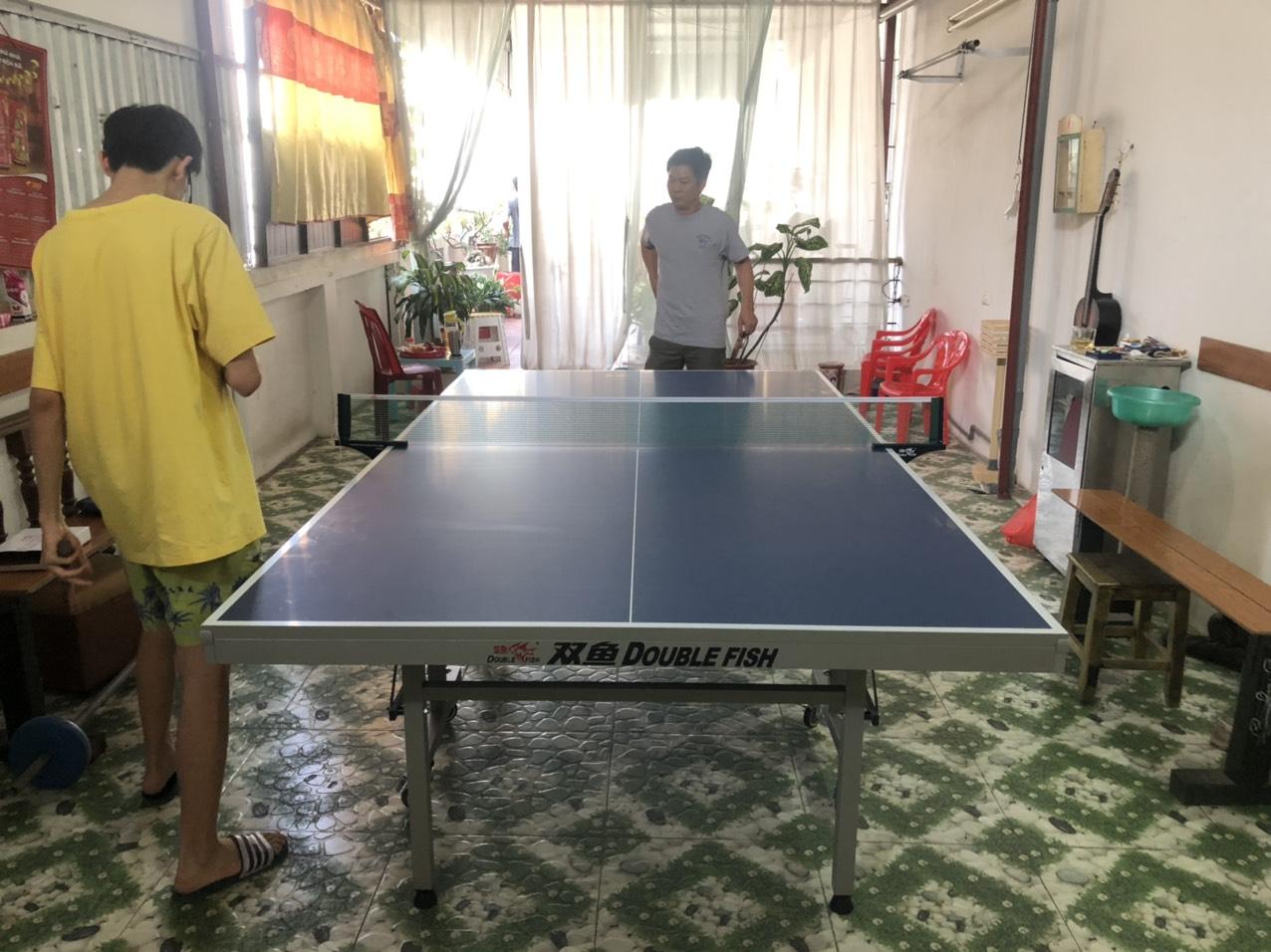 Bóng bàn chơi tại gia đình