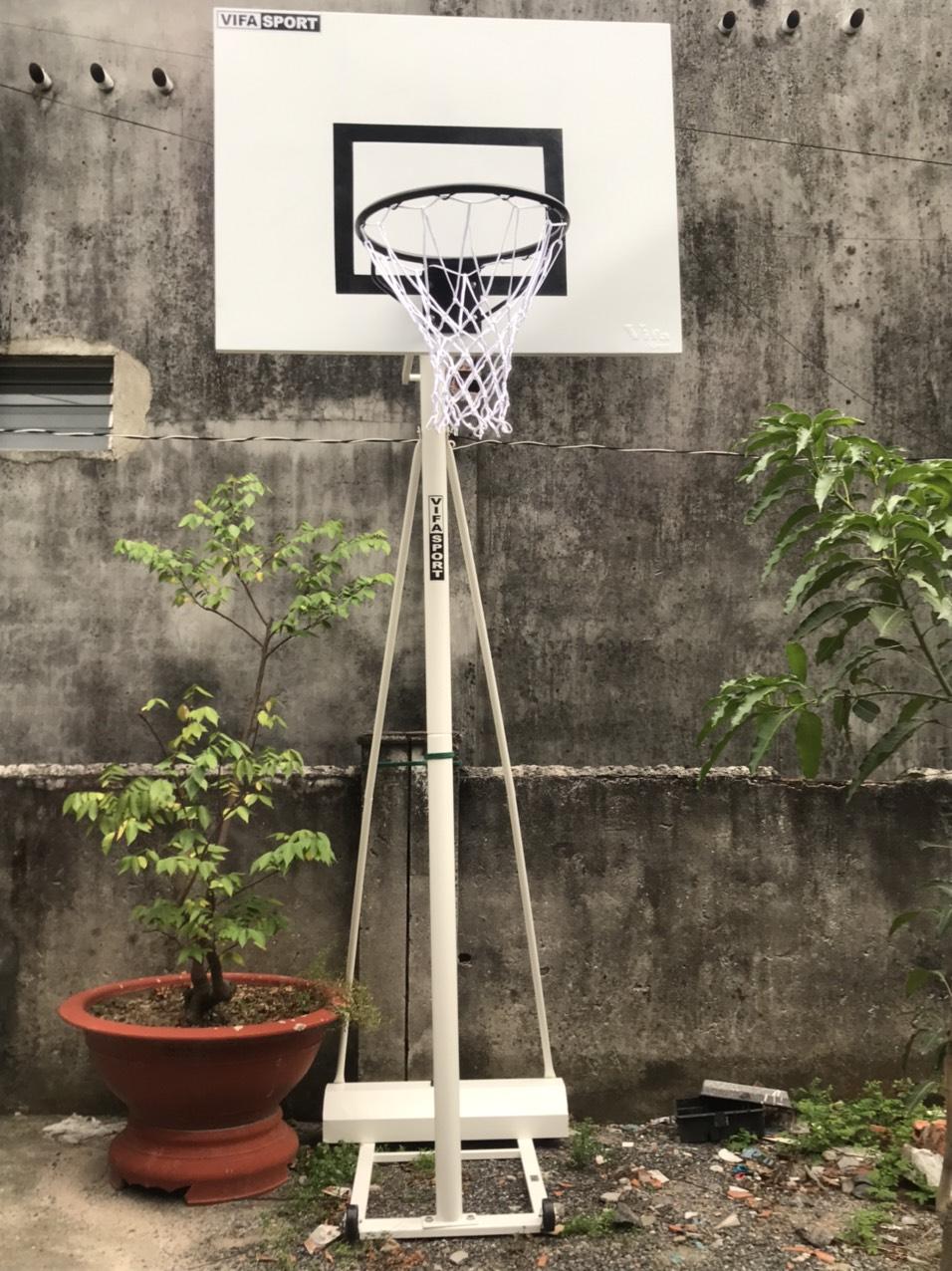 Trụ bóng rổ để trong sân gia đình
