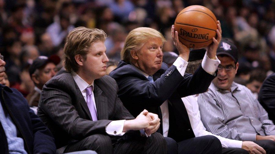 Tổng thống Donald Trump chơi bóng rổ