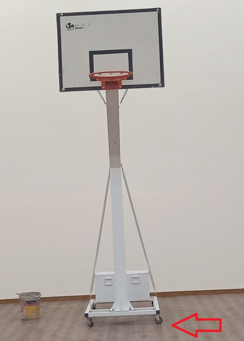 Trụ bóng rổ có bánh xe di chuyển