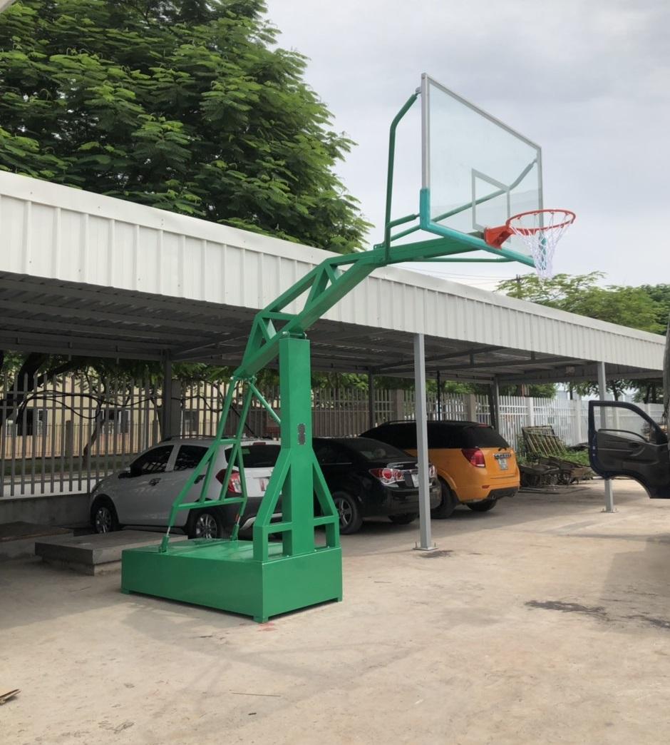 Trụ bóng rổ ở sân trường học tiêu chuẩn