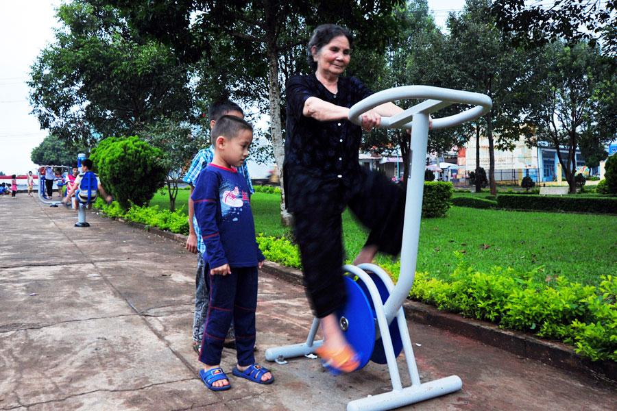 Xe đạp tập thể dục ngoài công viên