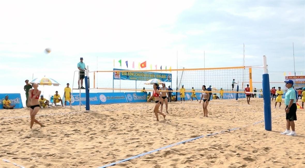 Đánh bóng chuyền bãi biển