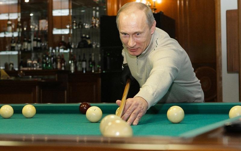 Tổng thống Nga - Putin đánh bida