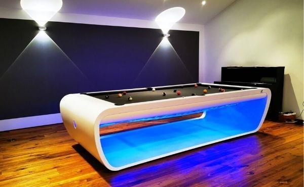"""Thiết kế ánh sáng độc đáo của bàn bida """"Blacklight pool table"""""""