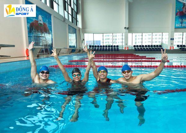 Kính bơi giúp bảo vệ mắt trong suốt quá trình bơi lội