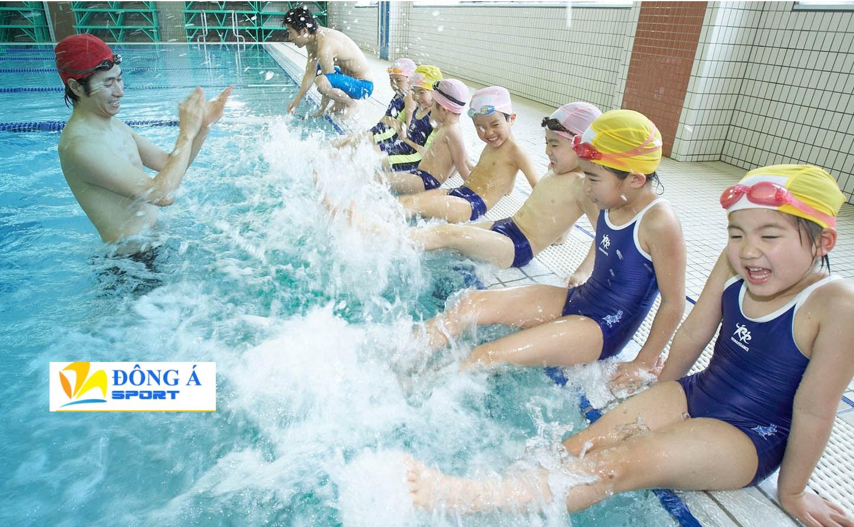 Cho bé lựa chọn màu sắc và thiết kế mũ bơi theo sở thích