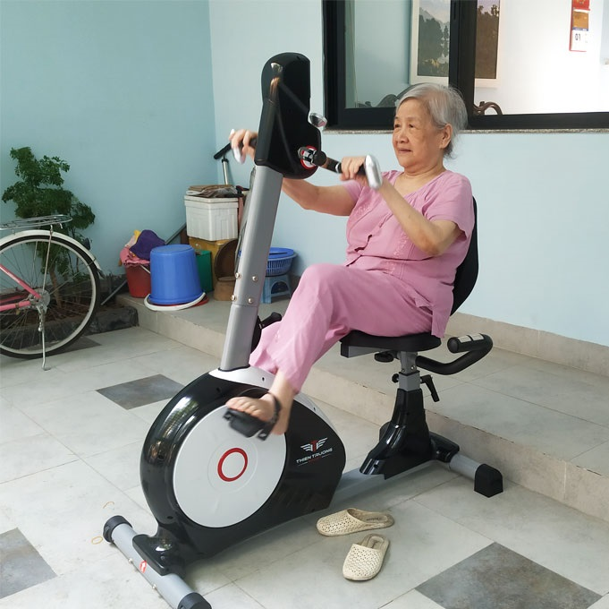Tập với xe đạp tập thể dục là giải pháp phục hồi chức năng hiệu quả cho người cao tuổi