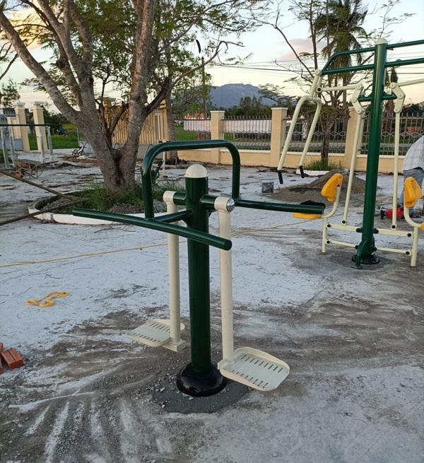 Thiết bị tập lưng eo đôi tại Công viên