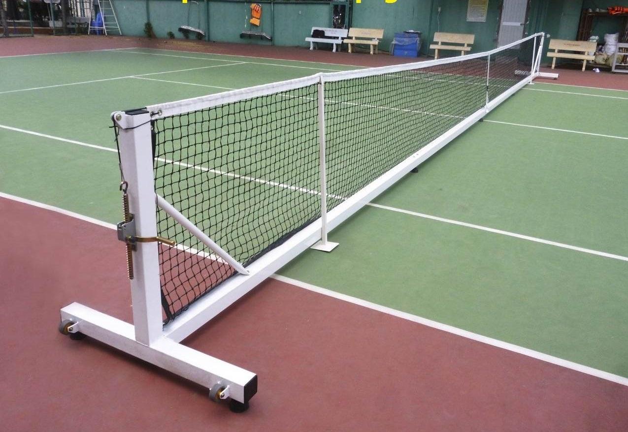 Trụ và lưới đánh tennis di động