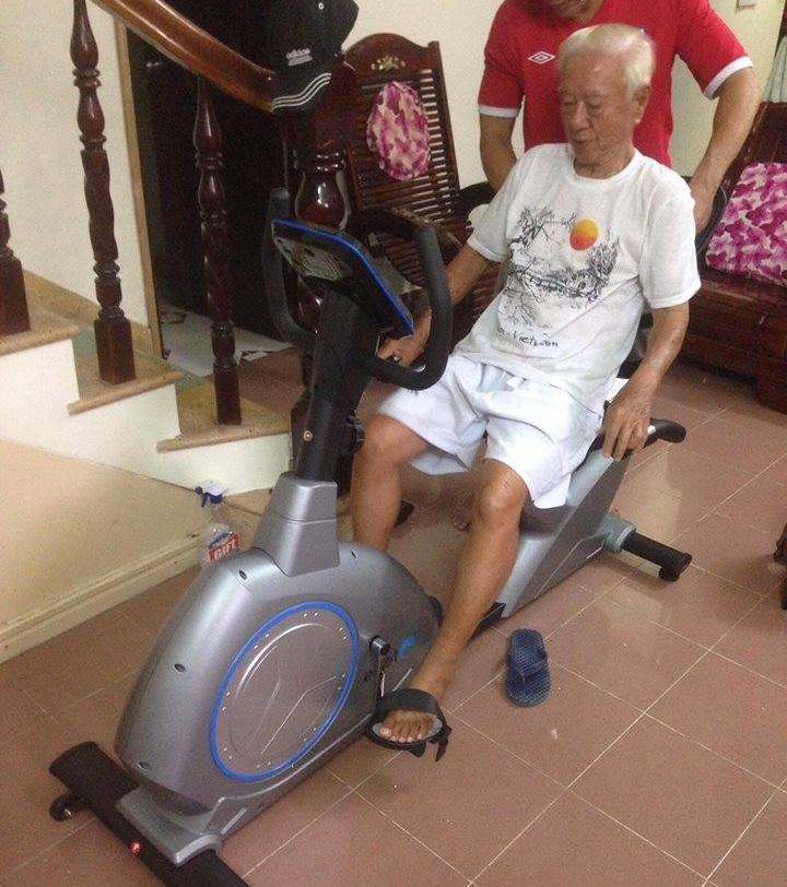 Người phục hồi chức năng sử dụng xe đạp tập thể dục rất tốt